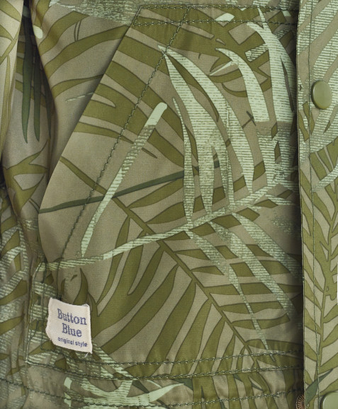 Зеленая ветровка с орнаментом Пальмы