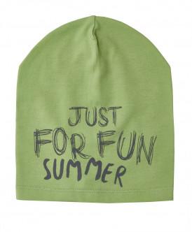Зеленая трикотажная шапка