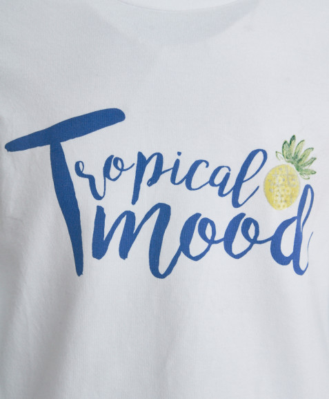 Белая футболка с декором