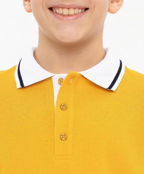 Желтое поло с принтом