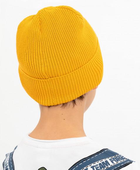 Желтая вязаная шапка