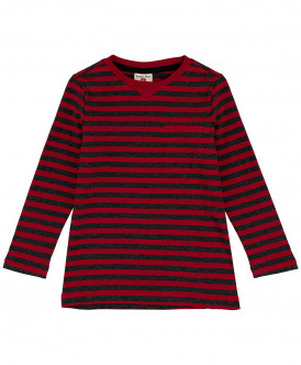 Красная футболка в полоску