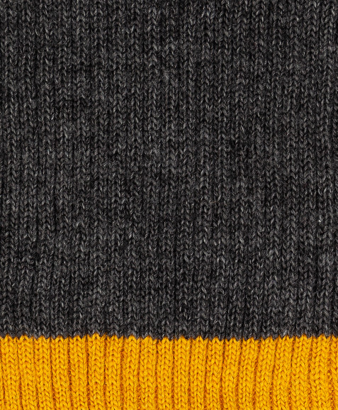 Темно-серый вязаный шарф