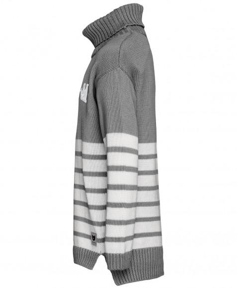 Серый свитер в полоску