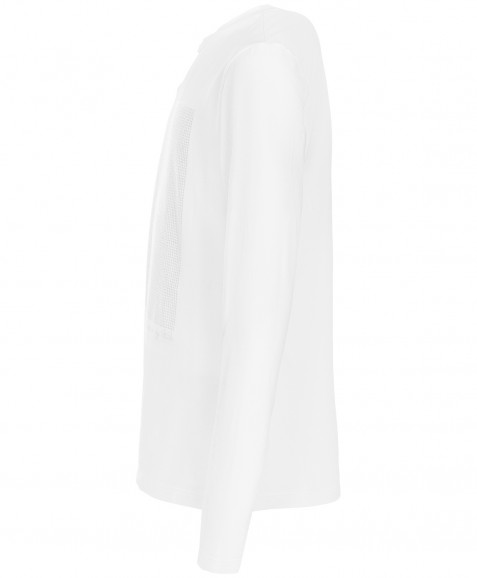 Белая футболка с длинным рукавом